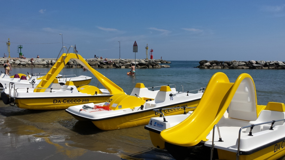 Yellow water rides, it's absolutely my favorite colour this summer!