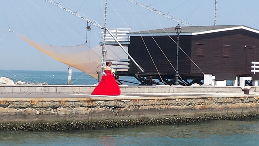 Spotted... A Lady in Red.. Love the Italian weddings by the sea.. <3<3<3
