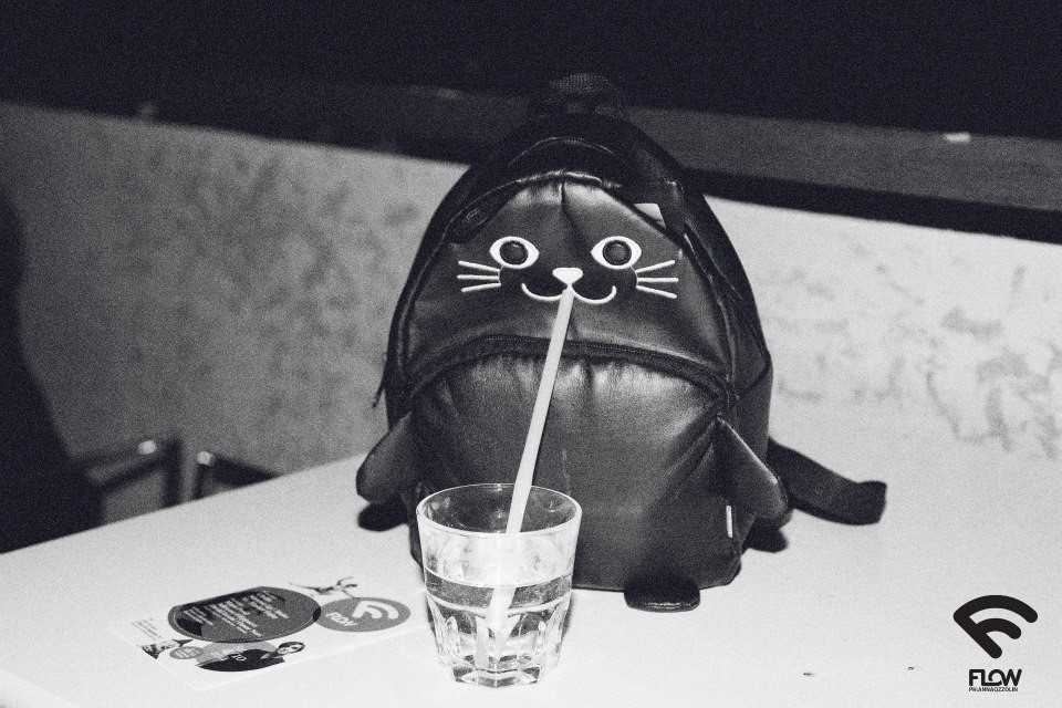 flow drinking kitty backpac bag