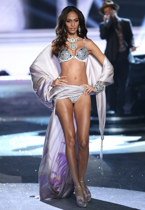 joan-smalls-2012-victoria-s-secret-fashion-show