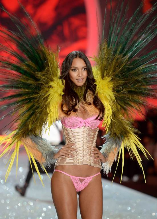 Lais-Ribeiro---Victorias-Secret-Fashion-Show-Runway-2013