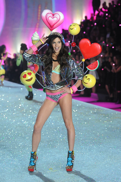 Sara+Sampaio+2013+Victoria+Secret+Fashion show
