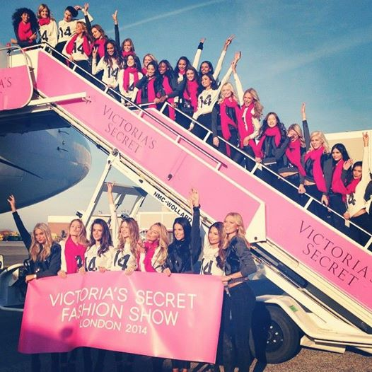 victoria secret models flying to london 2014 show boarding plane