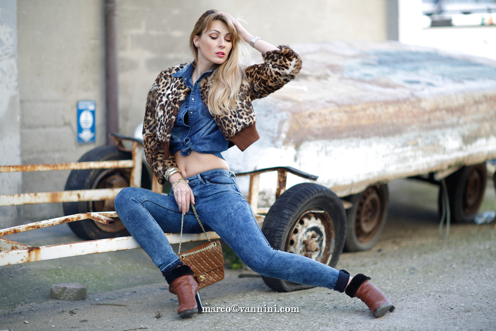 blue jeans canadian tuxedo and leopard fur jacket and brown chanel purse for fall