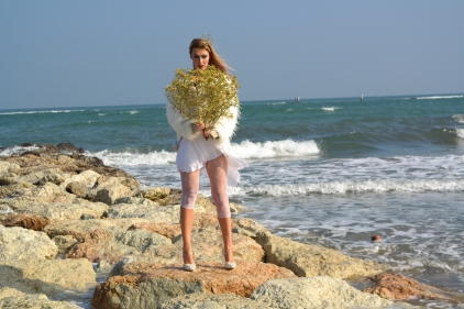 blogger spring look by the sea